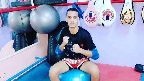 Era campeón de kickboxing en su país, pero emigró a España por un mejor futuro.
