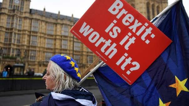 Reino Unido seguirá durante 21 meses en el mercado interior de la UE y en la unión aduanera, para dar tiempo a las empresas y los países a preparar la ruptura final.