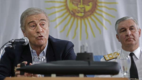 El ministro de Defensa, Oscar Aguad junto al jefe de Navío Jose Luis Villan en Buenos Aires explican sobre la situación del ARA San Juan.