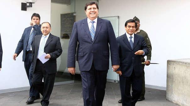 En ese entonces García se presentó en la residencia del embajador de Colombia en la noche del 31 de mayo junto al aprista Jorge del Castillo.