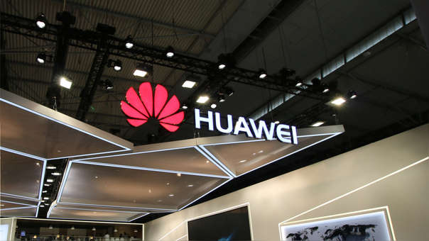 Huawei va alistando su primer teléfono de pantalla plegable en colaboración con BOE
