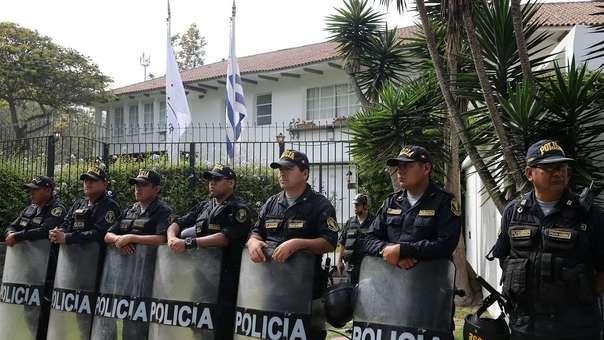 Exteriores de la residencia del embajador uruguayo.