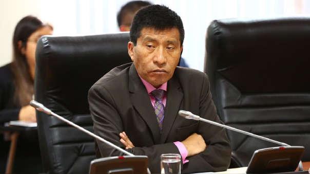 El congresista Moisés Mamani enfrenta un procesa en la Comisión de Ética por el mismo caso.