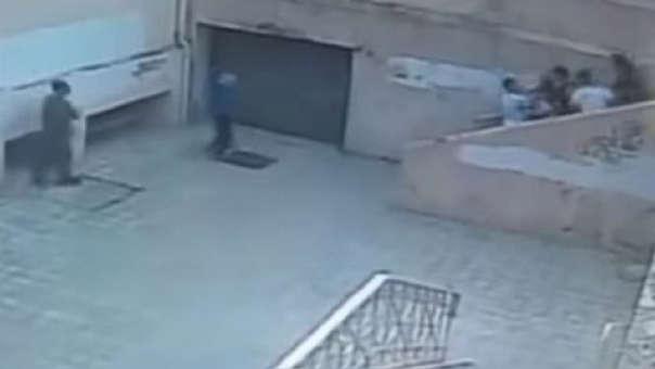 Las cámaras de seguridad del colegio captaron el incidente.