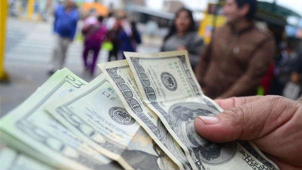 En lo que va del año, el dólar acumula un alza de 4.17%, tras haberse debilitado 3.54 % en el 2017.