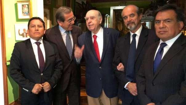 Los congresistas apristas y el expresidente Sanguinetti