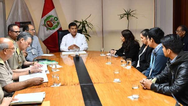 Ministro del Interior se reune con familias