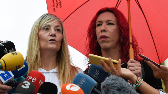 Concha Borrell (izquierda), secretaria general del sindicato OTRAS, junto a Sabrina Sánchez, secretaria general de Aprosex.
