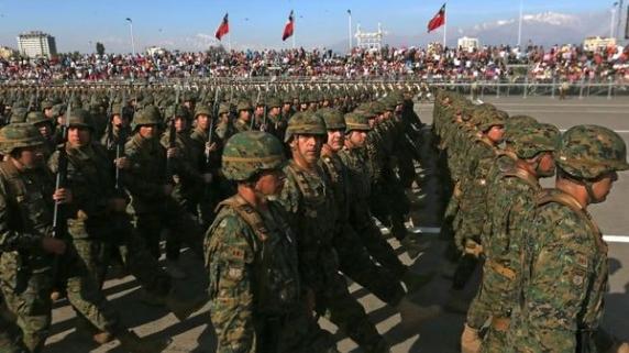 Miembros del Ejército chileno en un desfile