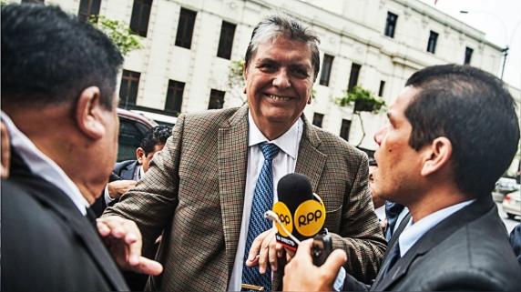 Alan García llegó a Lima el 15 de noviembre para declarar ante el fiscal José Domingo Pérez. Dos días después, solicitó asilo político a Uruguay.