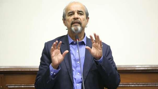 Mauricio Mulder regresó de Uruguay con otros congresistas.