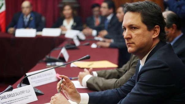 El congresista fujimorista dijo que, al conocer la denuncia, despidió a su asistente.