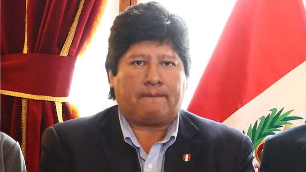 Edwin Oviedo durante una reunión en el Congreso con los parlamentarios fujimoristas Luis Galarreta, Daniel Salaverry y Paloma Noceda.