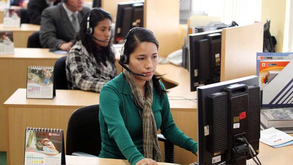Los trabajadores formales privados están concentrados en su mayoría en los sectores servicios y comercio, en empresas de más de cien trabajadores, y contratados a plazo fijo en gran parte.