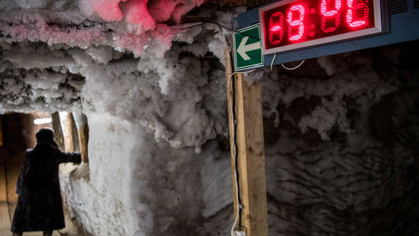 Capa de hielo en la pared del Museo de Estudios de la Historia del 'Permafrost'.