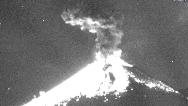 La explosión del volcán Popocatepetl se registró a las 23:22 hrs. local.