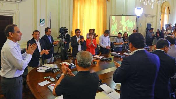 PRESIDENTE Y MIEMBROS DEL CONSEJO DE MINISTROS PRESENCIAN LOS RE