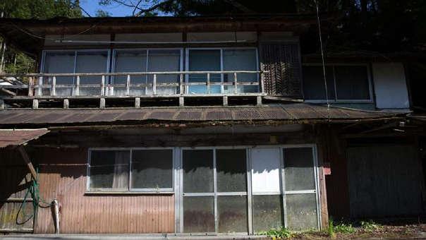 Una casa abandonada en la pequeña villa de MIyoshi, en Japón.