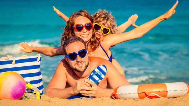 Estas son las cosas que debes llevar si vas con niños a la playa