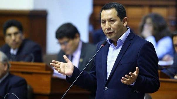 Congresista Clemente Flores.