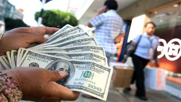 El viernes pasado el dólar cerró la jornada cambiaria con un precio mínimo de siete semanas.