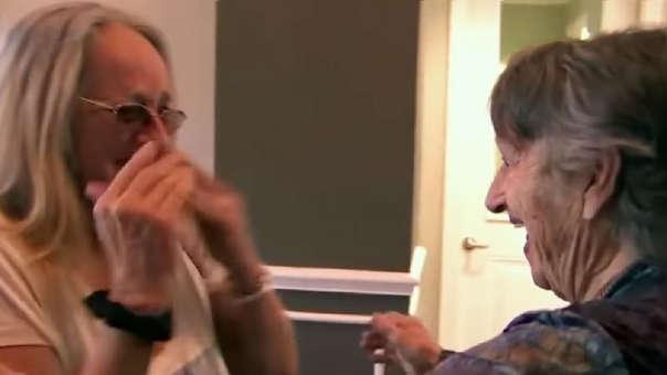 de Tampa, Florida, se reunió con su hija de 69 años El reencuentro entre Genevieve Purinton y su hija Connie Moultroup, a quien creyó muerta hace 69 años.