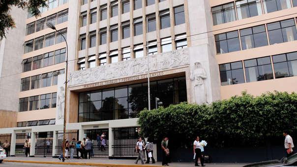 El presidente de la República, Martín Vizcarra, tomó esta tarde juramento a Sylvia Cáceres en el cargo de ministra de Trabajo.