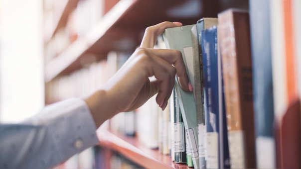 El hombre logró engañar al sistema de la librería para hacerle creer que sí había retornado los libros.