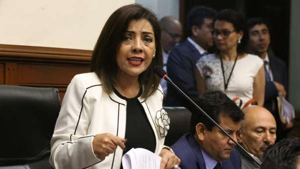 La congresista negó estar en contra de la conformación de nuevas bancadas.