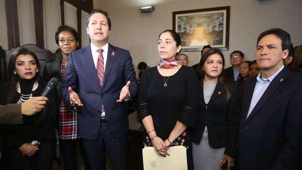 Daniel Salaverry junto a miembros de Fuerza Popular poco antes de su elección como presidente del Congreso, cuando las grietas en la bancada naranja no eran evidentes como hoy.