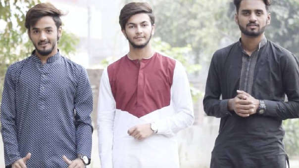 Rana Zuhair, a la derecha; junto a Hasnat Ali a la izquierda; y Abdul Saboor en el centro.