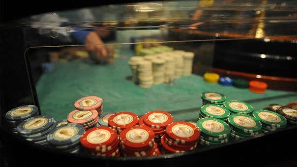 Cada mesa de casino o máquina tragamonedas estarán sujetas al pago del impuesto ISC y que las tasas serán de acuerdo al ingreso que genere cada aparato.