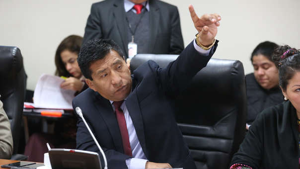 El 8 de diciembre Moisés Mamani fue suspendido del Congreso por 120 días.