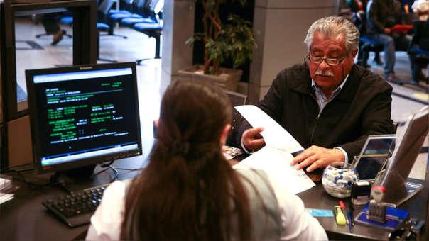 El proyecto ley refiere que si la pensión calculada no resulte igual o mayor al sueldo mínimo, la AFP devolverá el 50% de los aportes que el afiliado tiene en su cuenta. El saldo restante queda en la cuenta hasta su jubilación.