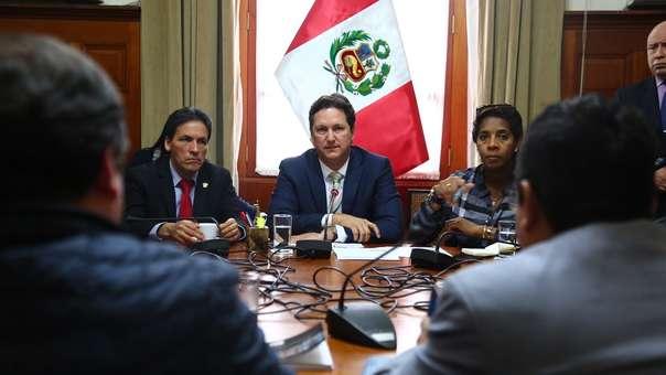 Daniel Salaverry convocó a la Junta de Portavoces