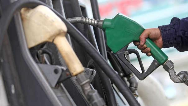 Repsol y Petroperú rebajaron los precios de gasoholes entre S/ 0.24 y S/ 0.31 por galón,  incluidos impuestos, mientras redujeron el diésel vehicular solo en S/ 0.15 y S/ 0.14 por galón.