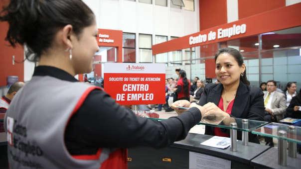 En octubre, los trabajadores contratados bajo la modalidad CAS y que percibieron remuneraciones ascendieron a 269 mil . Dicho monto representa una reducción de 1.28% frente a similar periodo del ejercicio anterior.