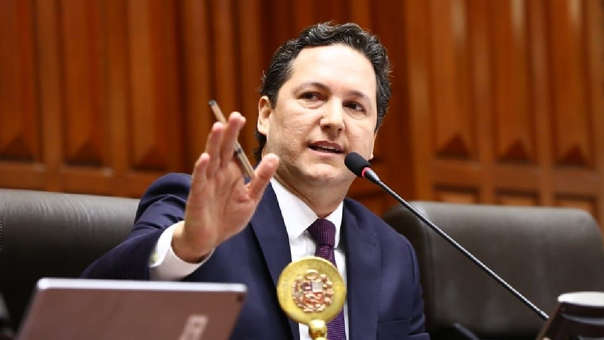 Daniel Salaverry renunció a Fuerza Popular un día antes de que se debata la moción de censura en su contra impulsada por Fuerza Popular.
