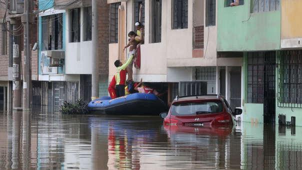 El Ministerio de Salud declaró en alerta sanitaria la zona afectada por aniego en San Juan de Lurigancho.
