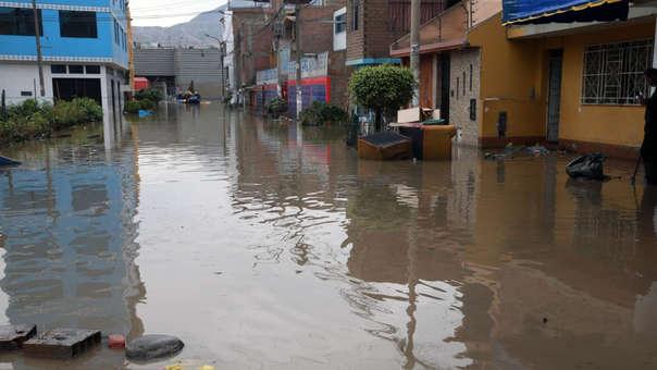 Más de 2 mil personas han resultado afectadas por el aniego.