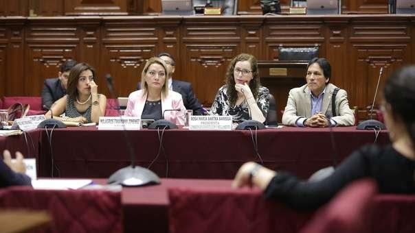 Rosa Bartra preside la Comisión de Constitución y Reglamento.