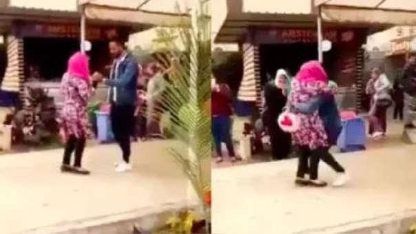 El momento del abrazo que provocó la expulsión de la joven