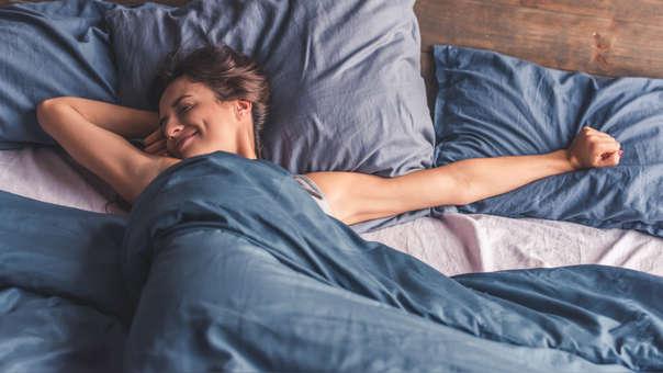 Dormir una jornada completa de sueño, entre seis a ocho horas, es lo ideal para estar saludable.