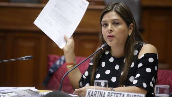 Karina Beteta en el Congreso