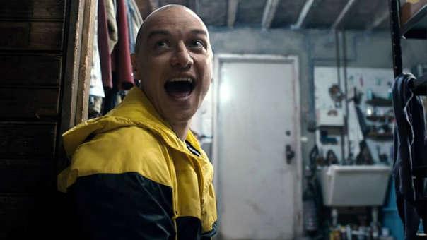 En la película Fragmentado, James McAvoy interpreta a Kevin un hombre que sufre de un Trastorno de Personalidad Múltiple con 24 personalidades.