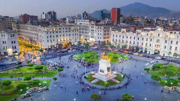 Una vista panorámica de la Plaza San Martín