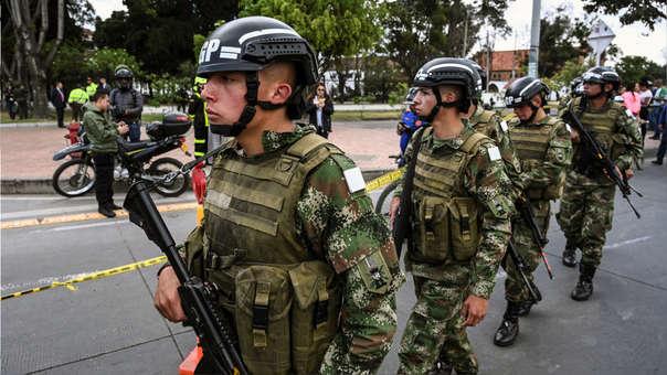 Fuerzas de seguridad en el lugar del atentado en Bogotá