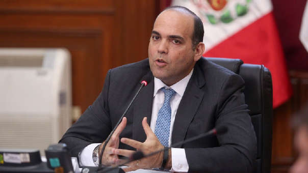 Fenando Zavala estudió economía y ha desempeñado cargos en el sector público y privado.