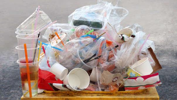 Cinco cosas que puedes hacer para reducir el uso de plástico en casa