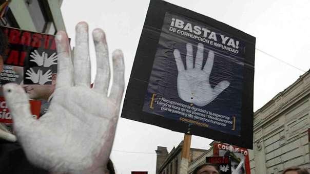 Los ciudadanos también exigen el fin de la corrupción y la impunidad.